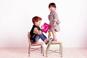 enfants habillés avec style