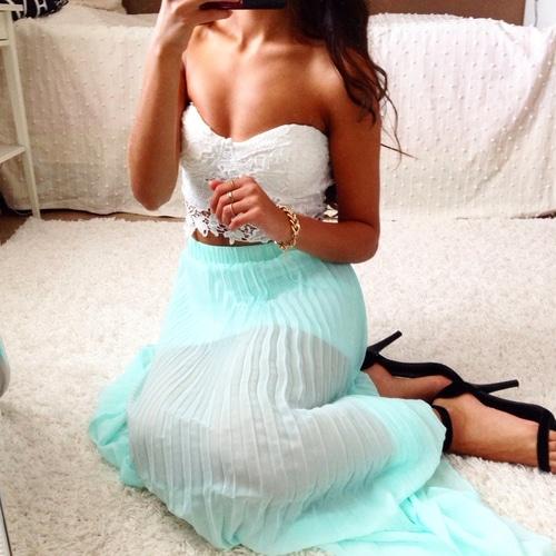 jupe longue transparente position assise