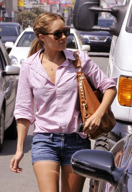 lauren conrad en mini short