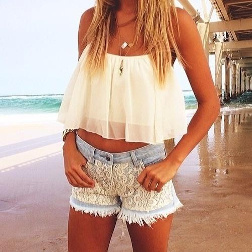 Mini short en jean pour la plage