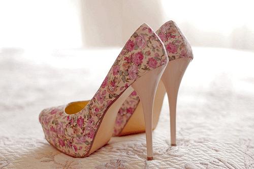 chaussure à talon à fleur