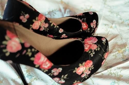 chaussure à talons motif à fleur