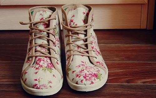 chaussure motif à fleur