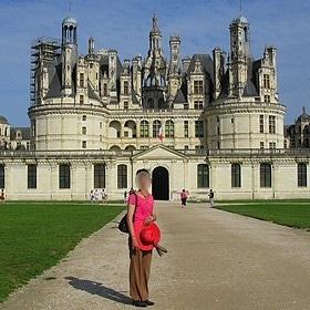pose devant le chateau